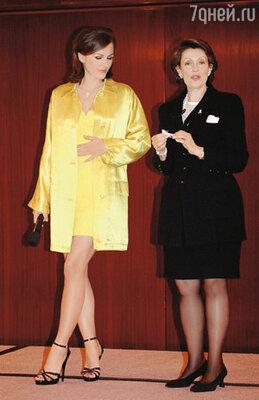 Случайная встреча с Эвелин Лаудер, владелицей крупнейшей косметической корпорации, привела Лиз к многомиллионному контракту