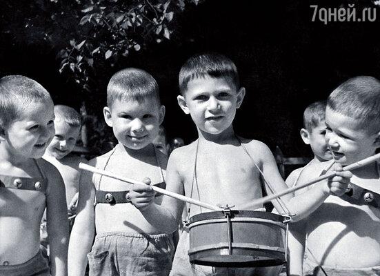 Юный барабанщик Игорь Кваша