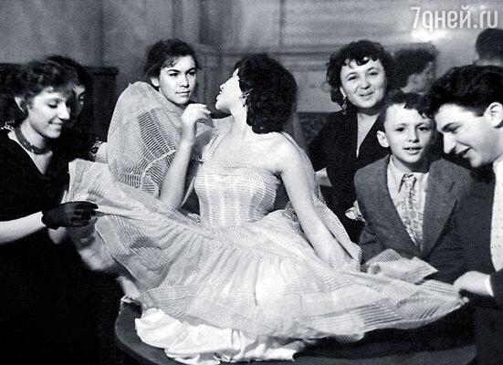 Рядом с Татьяной ее мама Людмила Яковлевна, брат Петя Штейн и Кваша