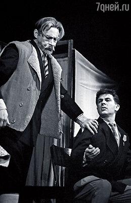 Игорь Кваша с Олегом Ефремовым в спектакле «Вечно живые»