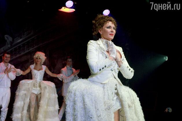 Татьяна Лютаева в спектакле «Заговор по-английски»