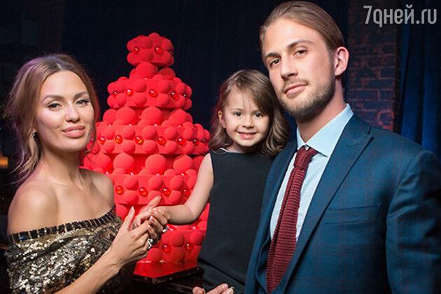 Виктория Боня с мужем и дочкой Анджелиной