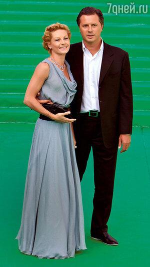 Алена Бабенко с мужем на открытии 33-го ММКФ. 2011 г.