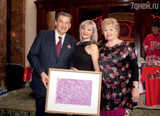С женой Татьяной и дочкой Ириной