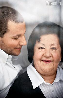 Мама Надежда Гавриловна — потомок дворянского рода Шепелевых