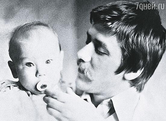 Когда Яну Анджею Александровичу исполнилось 5 месяцев, я села с ним в поезд на Ленинград. Андрей с сыном