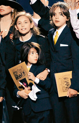 ...и дети Принц Майкл Джексон Первый, Принц Майкл Джексон Второй и Пэрис