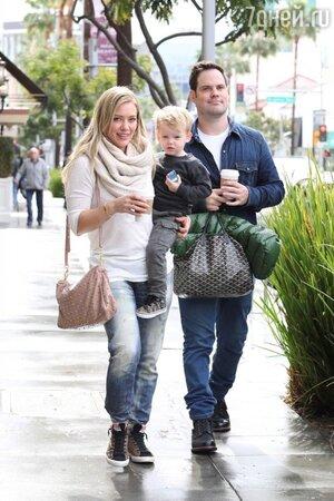 Хилари Дафф с мужем Майком Комри и их сыном