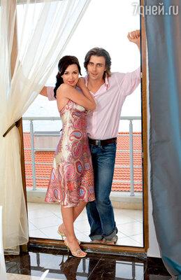В своего третьего мужа, фигуриста Петра Чернышева, Анастасия Заворотнюк, как обычно, влюбилась спервого взгляда. Но на этот раз — удачно!