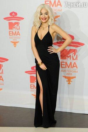 Рита Ора в платье от Calvin Klein на церемонии MTV EMAs в 2013 году
