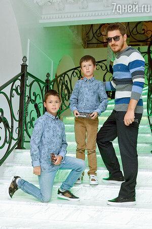 Гела Месхи вместе с сыновьями