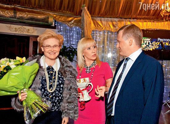 Елена Малышева поздравляла молодоженов от имени всего ТВ