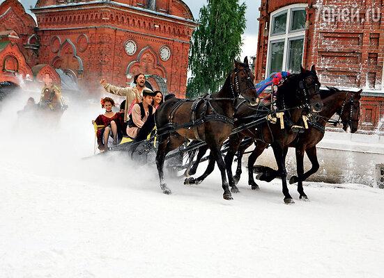 Улицы провинциального Кунгура засыпали тоннами крахмала, чтобы устроить зимние забавы летом