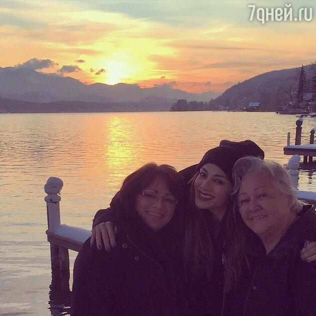 Николь Шерзингер с бабушкой и мамой