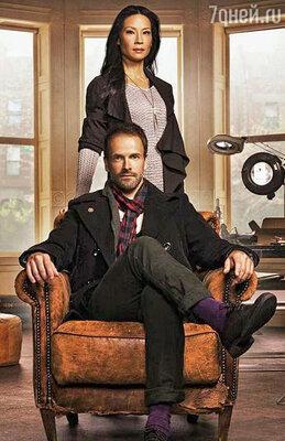 Джонни Ли Миллер и Люси Лью в ролях Шерлока Холмса и доктора Ватсон. Сериал «Элементарно»