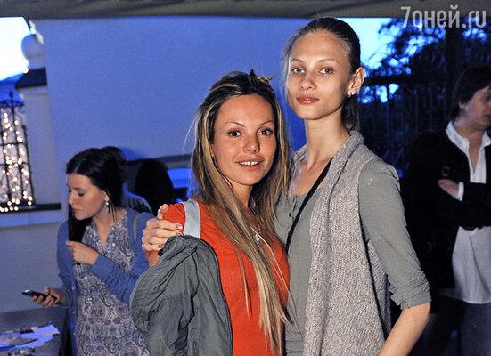 Маша Цигаль (слева) с подругой