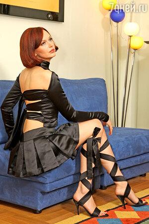 Поддавшись уговорам мужа и купив такой наряд для выхода, Ирина только после примерки дома поняла, что позволит себе его надеть разве что на сцену