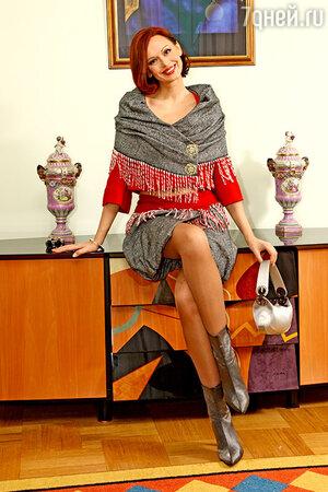 Ирина любит этот костюм за необычный крой и эффектное сочетание цветов и фактур