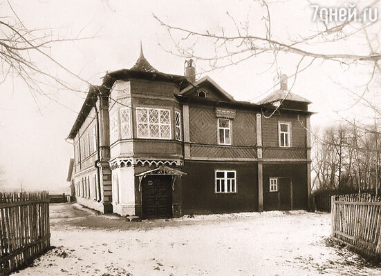 Когда Чайковский купил дом в Клину, баронессе это не понравилось. Зачем ему дом? Она всегда рада видеть его у себя. Дом-музей Чайковского, Клин, 1894 г.