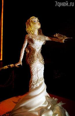 «Вот такая кукла Насти на торте. Почти ювелирная работа!» — такими твитами пестрел микроблог Зорькина