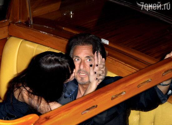 Его новой подруге Лусиле Соле 32 года, она почти на 40 лет моложе Пачино. Венеция, сентябрь 2011 г.