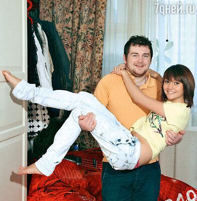 Молодые родители Павел Сердюк и Анна Руднева