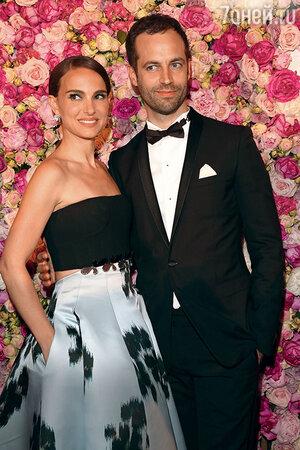Натали Портман с мужем Бенжаменом Мильпье на Каннском кинофестивале. 2015 г.