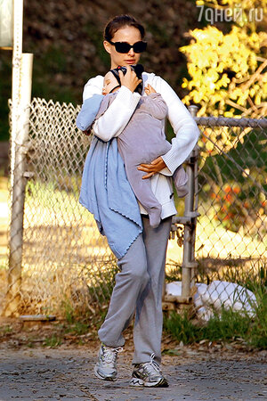 Натали Портман с сыном Алефом. Лос-Анджелес. 2013 г.