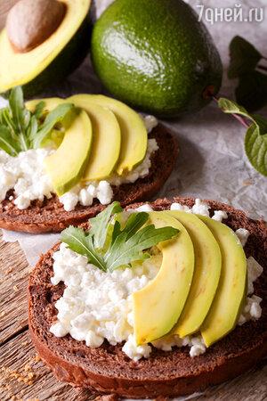 Творог + авокадо + тосты