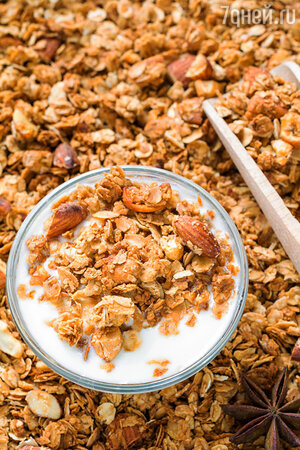 100 гр. орехового ассорти или 100 гр. мюсли с молочным йогуртом