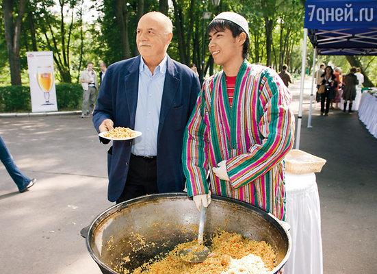 На приеме на киностудии «Мосфильм» Станислав Говорухин отведал узбекского плова