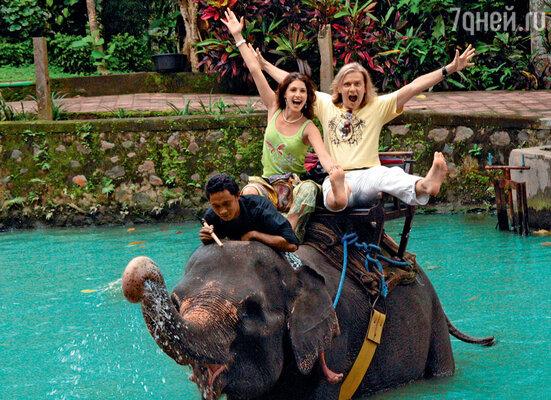 Анастасия Макеева и Глеб Матвейчук на Бали выпили эликсир долголетия — кровь змеи с красным вином. 2011 год
