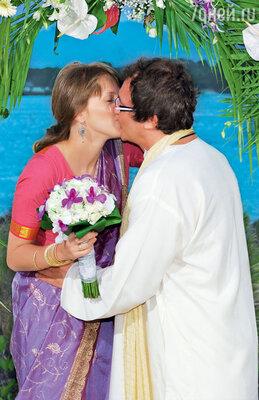 Чтобы повторить свой медовый месяц, Полина и Дмитрий Дибровы устроили вторую свадьбу на Маврикии. 2010 год