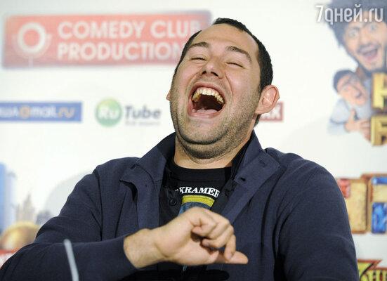Семен Слепаков - резидент Comedy Club, продюсер и главный автор шоу «Наша Russia», продюсер сериалов «Интерны» и «Универ. Новая общага»