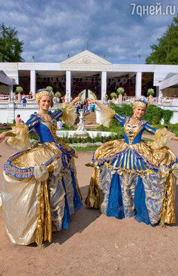 Построенный в «Архангельском» свадебный шатер не уступал по размерам настоящему дворцу