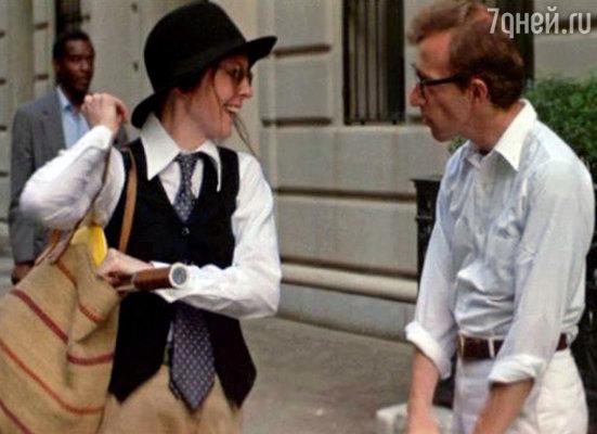 В Нью-Йорке было не найти более странной пары: невротичный интеллектуал, весьма далекий от стандартов классической мужской красоты, и его муза, красивая молодая женщина, которая делала все возможное, чтобы казаться некрасивой... На фото: Дайан Китон с Вуди Алленом