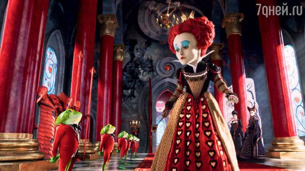 Хелена Бонем-Картер в роли Красной Королевы в фильме Тима Бертона «Алиса в Стране чудес»