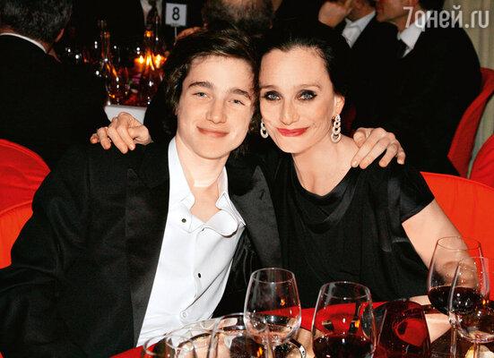 С сыном Джозефом нацеремонии французского аналога «Оскара» — вручении премий «Сезар». Париж, 2009 г.