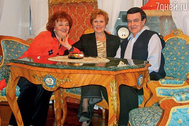 Лариса Мондрус с Муслимом Магомаевым, он познакомил с женой Тамарой Синявской
