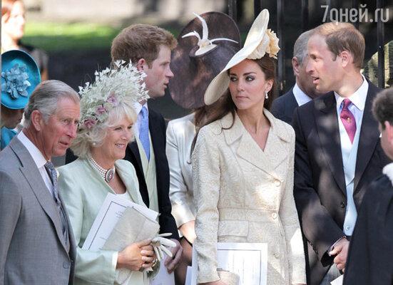 Принц Чарльз, герцогиня Корнуолльская Камилла, герцог и герцогиня Кембриджские, принц Гарри