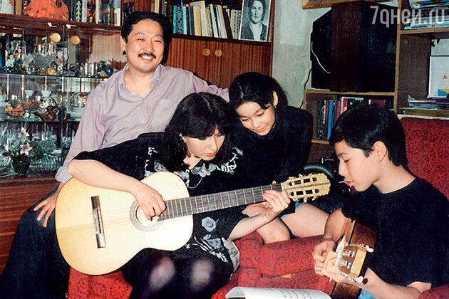 Марины Ким с семьей