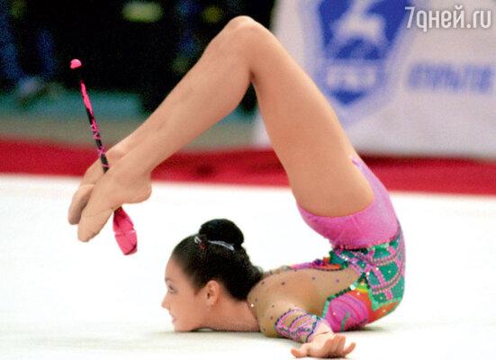 В элиту мирового спорта Утяшева ворвалась в 16-летнем возрасте, став чемпионкой мира в 2001 году