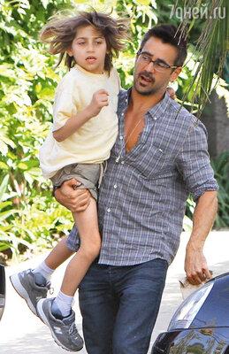 С сыном Джеймсом. 2011 г.