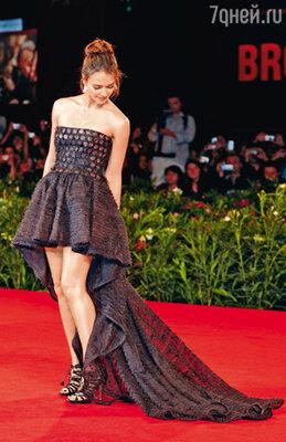 Джессика Альба покорила всех своим необычным платьем