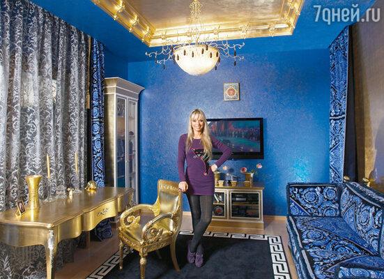 Свой рабочий кабинет Ирина обставила мебелью от «Версаче»