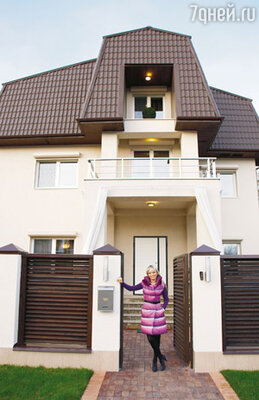 Купив дом на Рублево-Успенском шоссе, певица предпочла его практически полностью перестроить
