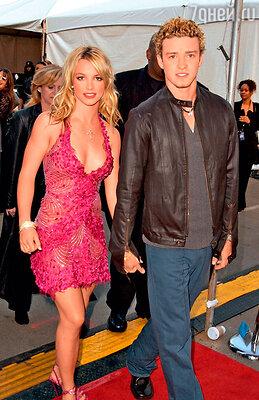 Джастин Тимберлейк с бывшей подругой Бритни Спирс. 2002 г.