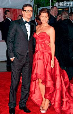Джастин Тимберлейк с женой Джессикой Бил. Недавно Джессика официально взяла фамилию мужа, теперь она миссис Тимберлейк