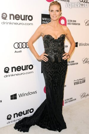 ����� ���� � ������ �� Versace �� ��������� Elton John AIDS Foundation Oscar Party