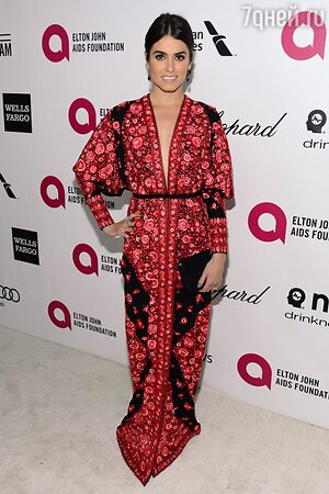 ����� ��� � ������-������ �� Naeem Khan, � ������� �� Lauren Merkin �� ��������� Elton John AIDS Foundation Oscar Party